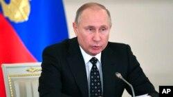 Presiden Vladimir Putin diperkirakan akan kembali menang dalam Pilpres Rusia pada bulan Maret mendatang (foto: dok).