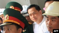 Ông Phan Văn Anh Vũ (mặc áo trắng) tại một sự kiện ở Đà Nẵng.