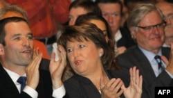 Ông Francois Hollande, một cựu chiến binh và là một người ôn hòa trong đảng Xã hội, hiện đang tranh đua với bà Martine Aubry (hình trên), từng làm Bộ trưởng Lao động, tác giả của luật làm việc 35 giờ một tuần tại Pháp
