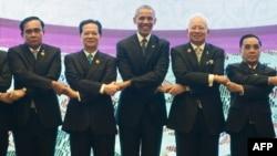 2015年11月21日,美国总统奥巴马参与在马来西亚吉隆坡举行的美国-东盟峰会。