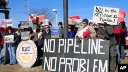 Des manifestants contre le projet d'oléoduc Keystone XL à Omaha dans le Nebraska (AP)