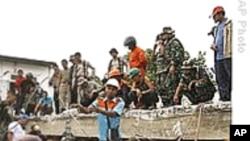 外国救援队赶往印尼地震灾区
