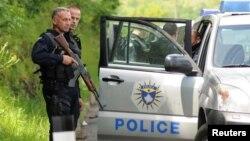 Kosovska policija tokom akcije u blizini Zubinog potoka, u maju 2019. (Foto: Reuters/Laura Hasani)