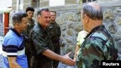 Ratko Mladić sa pripadnicima Vojske Republike Srpske ušao u Srebrenicu u julu 1995. godine.