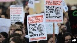 برطانوی طلبہ فیسوں میں اضافے کے خلاف سراپا احتجاج