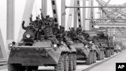Sovet qo'shinlari Afg'onistonni tark etmoqda, 15-fevral, 1989-yil