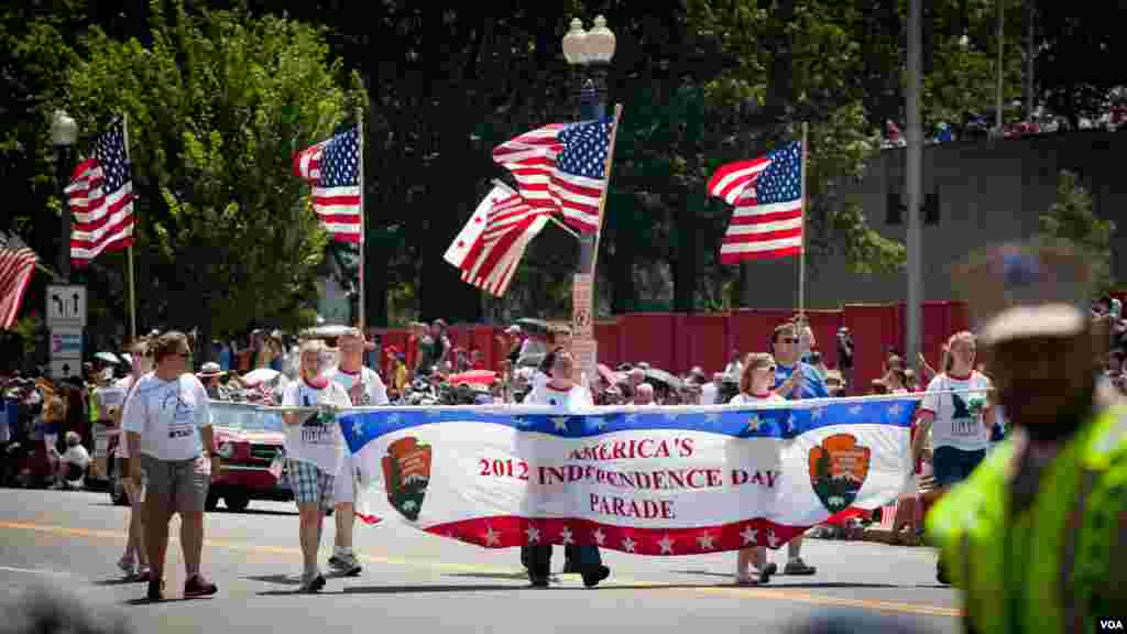 The annual Independence Day Parade in downtown Washington D.C. (Alison Klein/VOA)