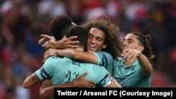 Les joueurs d'Arsenal jubilent après un lors d'un match amical remporté 5-1 contre PSG à Singapour, 28 juillet 2018.