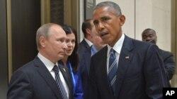 Russian President Vladimir Putin, left, listens to U.S. President Barack Obama in Hangzhou in eastern China's Zhejiang province, Sept. 5, 2016.