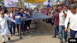নোয়াখালীতে সাংবাদিক মুজাক্কির হত্যার প্রতিবাদে সাংবাদিকরা কালো পতাকা মিছিল বের করেন