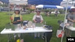 지난 15일 한국 경기도 부천에서 통일요리 경연대회가 열렸다. 참가자들이 출품할 요리를 만들고 있다.