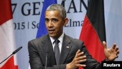 Prezident Barak Obama Germaniyaning Kruen shahrida Katta Yettilik sammiti yakunida matbuot anjumanida so'zlamoqda, 8-iyun, 2015-yil