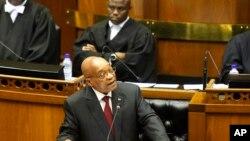 Le président Jacob Zuma devant le parlement sud-africain, le Cap, 11 février 2016.
