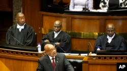 Le président sud-africain Jacob Zuma lors de son discours sur l'état de la nation devant le Parlement à Cape Town, le 11 février 2016. (AP Photo/Schalk van Zuydam, Pool)