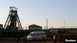 Mina sul-africana. A maioria dos produtos de exportação da região são da indústria extractiva.