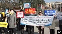 14일 제네바 유엔 유럽본부 앞에서 탈북자 강제송환 반대 집회를 가진 국회대표단.