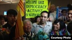 Ông Nguyễn Quốc Quân về tới phi trường Los Angeles ở Mỹ.