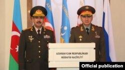 Azərbaycan müdafiə naziri Zakir Həsənov və Rusiya müdafiə naziri Sergey Şoyqu