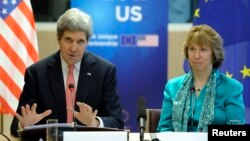U.S. Secretary of State John Kerry (L) addresses a news conference with European Union foreign policy chief Catherine Ashton in Brussels on April 2, 2014.