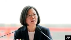 លោកស្រីប្រធានាធិបតីតៃវ៉ាន់ Tsai Ing-wen ថ្លែងសុន្ទរកថានៅក្នុងពិធីបើកការដ្ឋានមួយ នៅក្នុងក្រុង Kaohsiung កោះតៃវ៉ាន់ កាលពីថ្ងៃទី៩ ខែឧសភា ឆ្នាំ២០១៩។