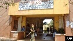 Rumah Sakit Donka di Conakry, Guinea (27/3). Empat kasus Ebola dilaporkan muncu di negara itu.