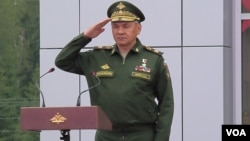 国防部长绍伊古在去年夏季举行的莫斯科武器展开幕式上。