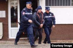 Alija Delimustafić, biznismen i ratni ministar, optužen je za organizovani kriminal u koji je uključeno skoro 50 fizičkih i pravnih lica među kojima su: tužioci, sudije, advokati, notari, državni službenici, njegovi prijatelji te firme u njegovom i vlasni