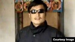 陈光诚曾被中国当局列为重点维稳对象困在东师古家中。(资料图片)