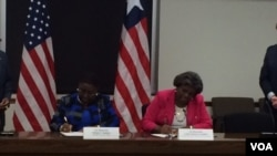 US Assistant Secretary for African Affairs Linda Thomas Greenfield and Liberian Foreign Minister Marjon Kamara sign a statement on US-Liberia cooperation.