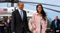 Presiden AS Barack Obama menyebut Malia (kanan) sebagai 'salah seorang teman terbaiknya' (foto: dok).