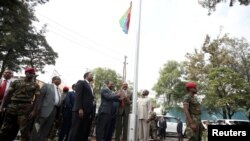 Eritrea's President Isaias Afwerki and Ethiopia's Prime Minister, Abiy Ahmed raise Eritrea's flag