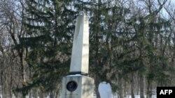 Памятник на месте дуэли Михаила Лермонтова в г. Пятигорске