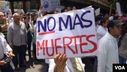 La cifra de fallecidos que registra el Observatorio Venezolano de Conflictividad Social no coincide con el número oficial de muertos del Ministerio Público que reporta 43 en un mes.
