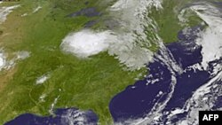 Hình ảnh bão Emily do NASA chụp lúc 2:32 sáng giờ EDT sáng thứ Tư ngày 3/8/2011