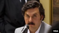 El artista Andrés Parra recibió ayuda psicológica para conseguir un parecido expremo con Pablo Escobar.