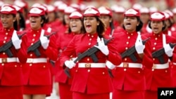 Venezuelan soldiers march
