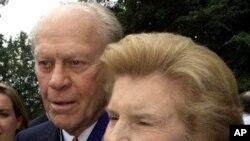 貝蒂‧福特與前總統福特於1999年的照片(資料圖片)