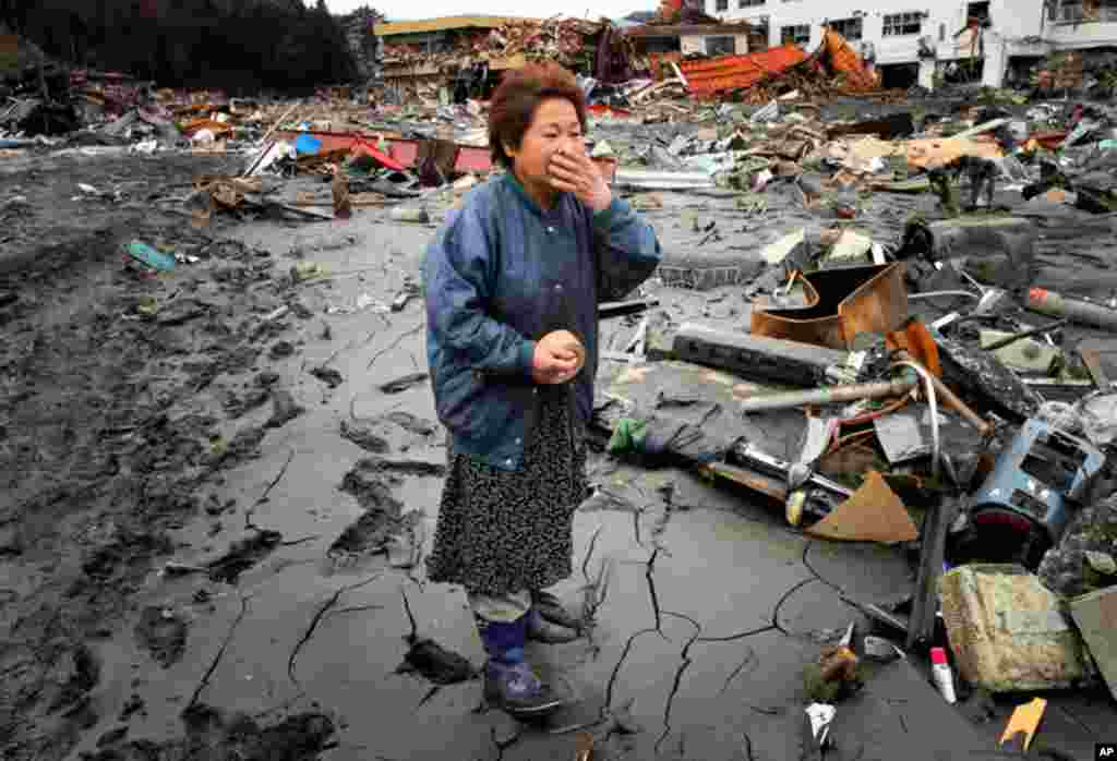 Reiko Miura, 68, cries as she looks for her sister's son at a tsunami-hit area in Otsuchi, Iwate Prefecture, northern Japan, March 16. (AP)