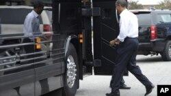Según la mayoría de las encuestas Barack Obama le lleva una ligera ventaja a su rival, el republicano Mitt Romney.