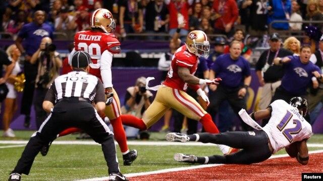 Trận đấu Super Bowl giữa 2 đội Baltimore Ravens và San Francisco 49ers trên sân vận động Superdrome ở New Orleans, bang Louisiana, 3/2/13