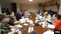 El presidente, Mauricio Funes, se reunió junto a su gabinete de gobierno en la Casa Presidencial a raíz de la emergencia que atraviesa el país.