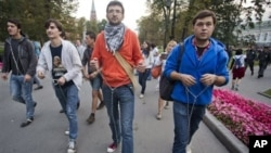 Symbolically-chained Pussy Riot supporters march near the Kremlin Wall, Moscow, Sept. 22, 2012.