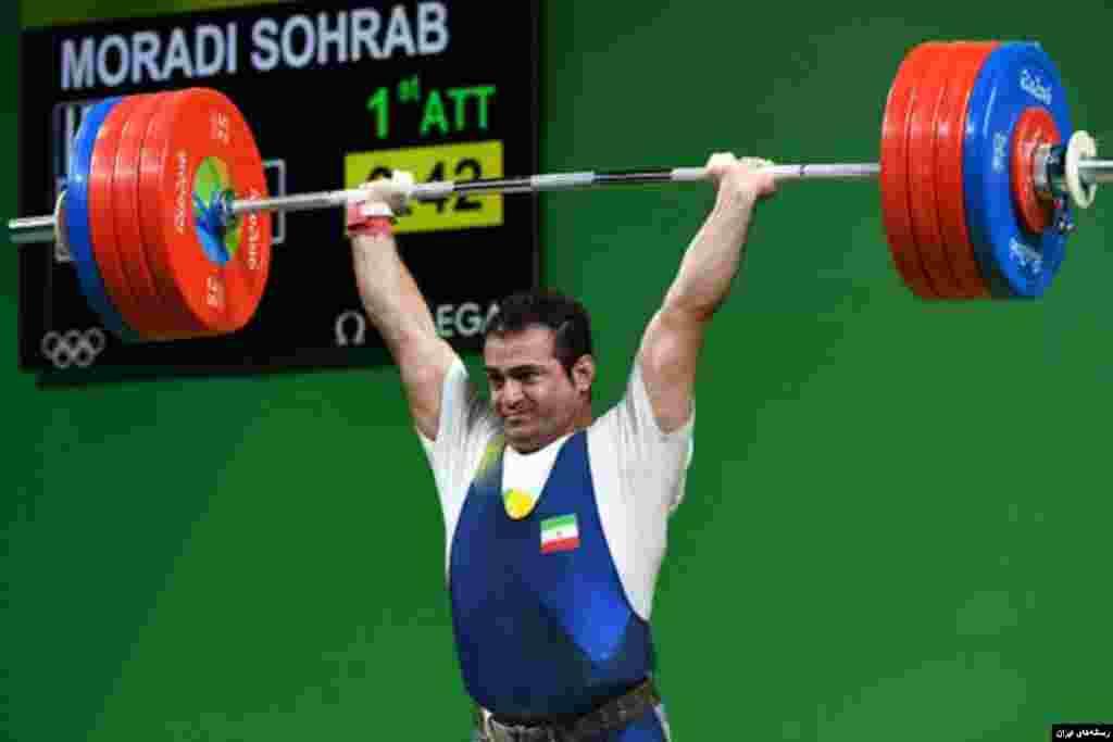سهراب مرادی، وزنه بردار ایرانی علاوه بر طلا توانست در مسابقات جهانی وزنه برداری در آمریکا رکورد زنی هم بکند.