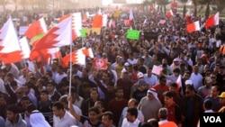 Demonstran anti-pemerintah di Bahrain yang kebanyakan dari warga muslim Syiah (foto: dok.).