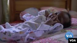 Deborah Ememabasi vino al mundo el 18 de abril de 2020. [Foto de video original de Voice of America].