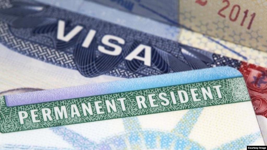 La administración Trump está considerando negar la residencia permanente a inmigrantes que usen asistencia pública.