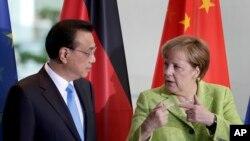 Thủ tướng Trung quốc Lý Khắc Cường và Thủ tướng Đức Angela Merkel tại Phủ Thủ Tướng Đức ở Berlin ngày 1/6/2017.