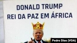 """Capa do livro """"Donald Trump o Rei da Paz em África"""" do autor Destino Kifuta"""