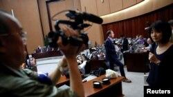 지난 9일 북한 7차 노동당 대회 취재 차 방북한 외신 기자들이 평양의 한 호텔에 설치된 미디어 센터를 이용하고 있다.