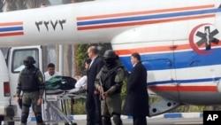 올해 1월 헬리콥터로 법정에 이송되는 호스니 무바라크 전 이집트 대통령.